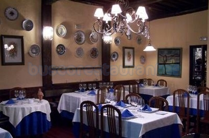 A Taberna.  Ourense.: Restaurante A Taberna.  Comedor.