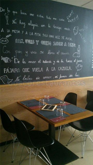 Detalle decorativo del salón del Restaurante A la Cazuela de Viladecans