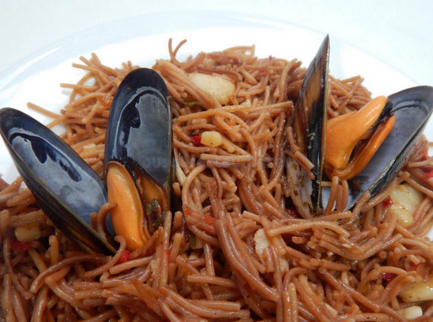 Fideuà del menú diario del Restaurante A la Cazuela de Viladecans