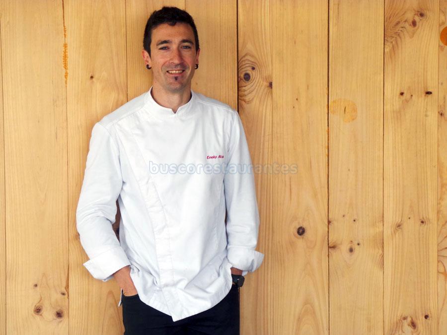 Eneko Atxa chef del restaurante Azurmendi de 3 estrellas Michelin