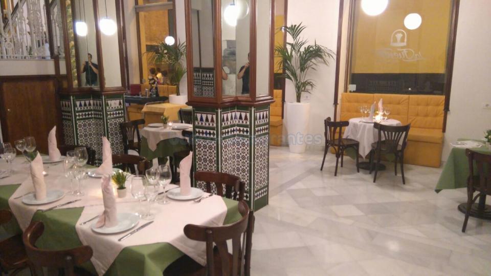 Café Restaurante La Fuente, Planta baja