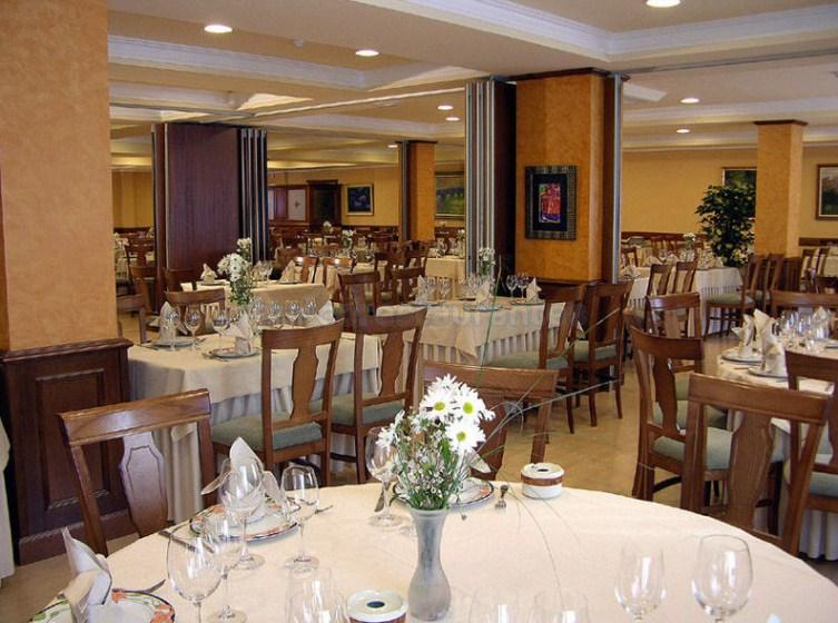 Restaurante ch teau la roca santa cruz de bezana for Restaurante la roca
