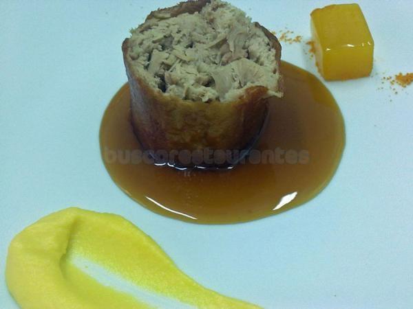 Rulo de cochinillo a baja temperatura con naranja en texturas
