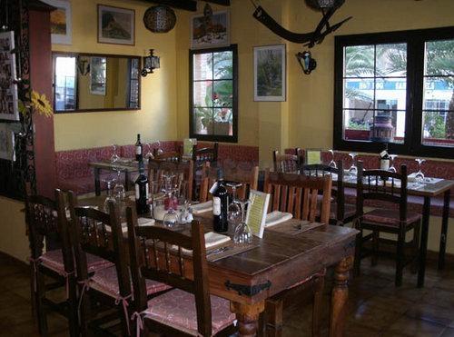 Restaurante la roca restaurante l 39 alf s del pi for Restaurante la roca