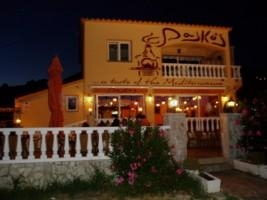 Pasko's Balkan Grill - exterior a la noche