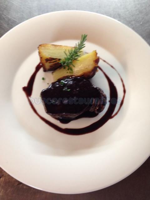 Solomillo de ternera en reducción de vino de Can Lluc y gratén de patata