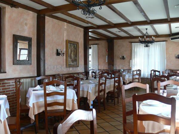 Salón del restaurante parrilla Mesón el Chicho