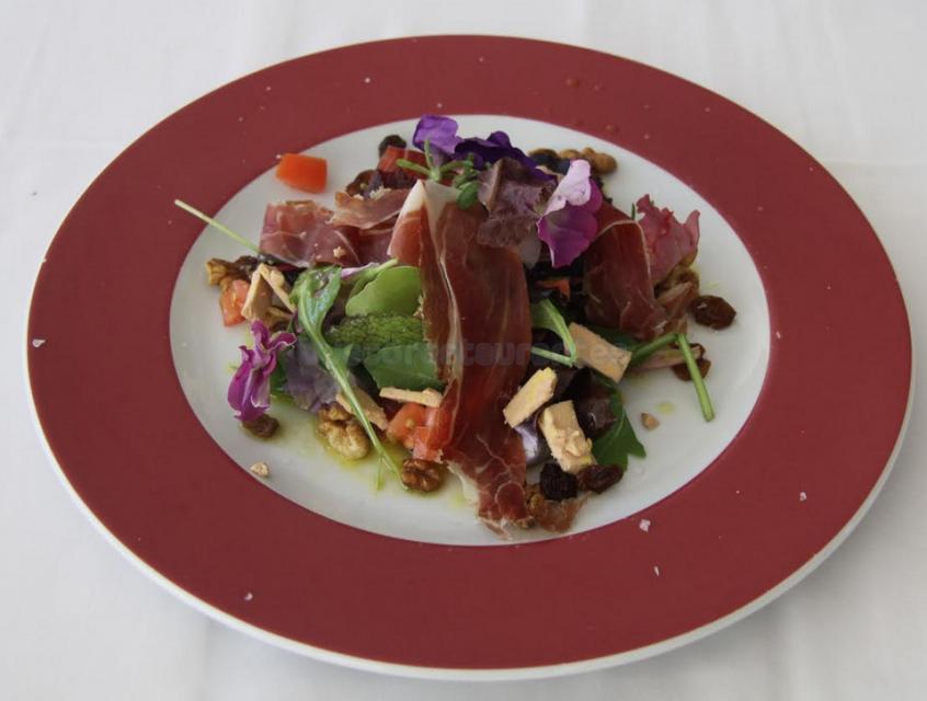 Ensalada de ibérico con virutas de foie