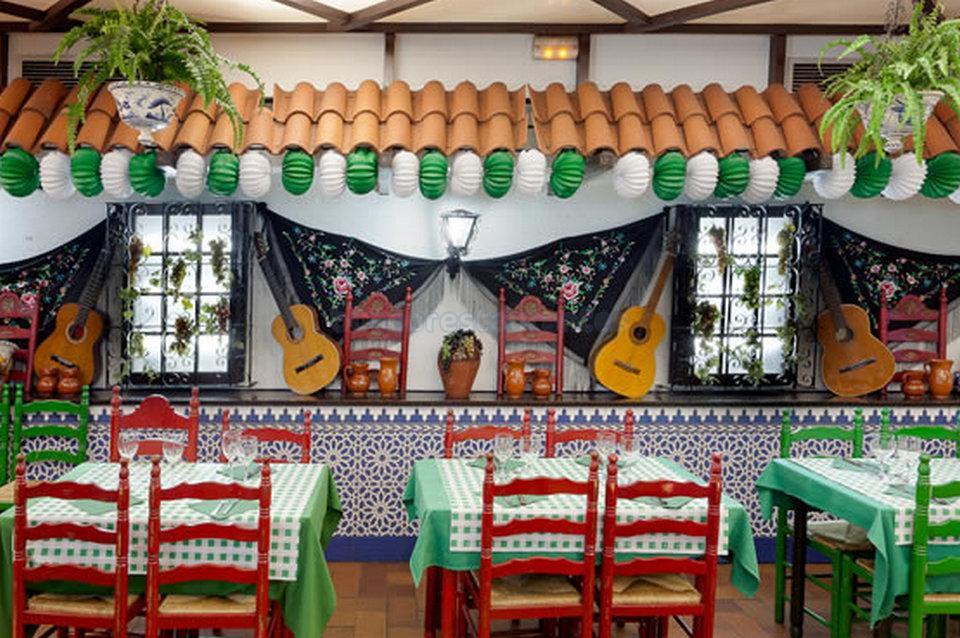 Interior patio decoraci n andaluces - Azulejos patio andaluz ...