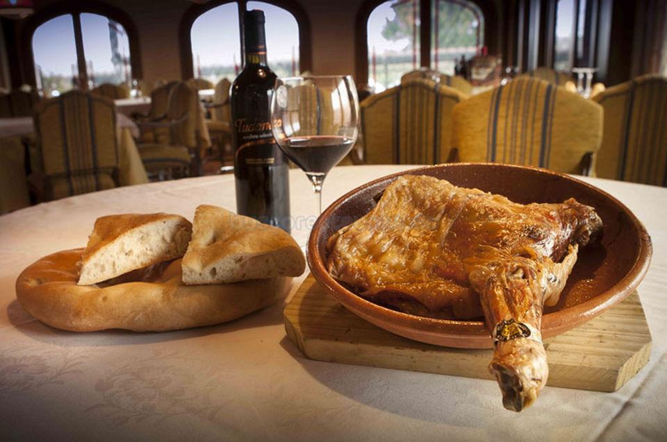 Lechazo asado con vino D.O. Ribera del Duero